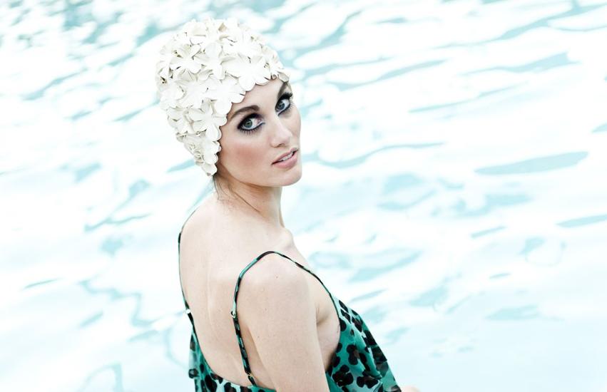 swimming cap look back | Show Me Your MuMu